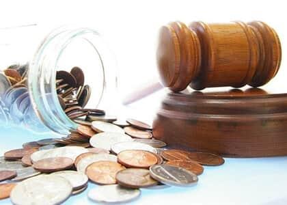 Não cabem embargos de declaração contra decisão que condenou autor a pagar custas