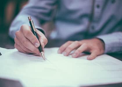 STJ: Contrato de empréstimo consignado sem testemunhas não constitui título executivo extrajudicial