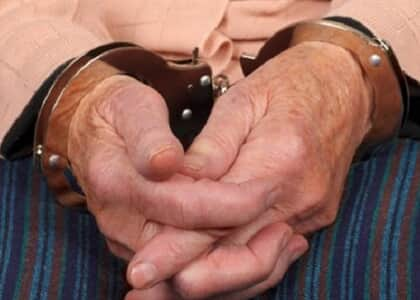 Fachin nega domiciliar a idosa já que penitenciária adotou medidas de combate à covid-19