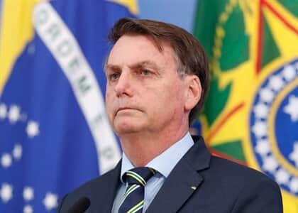 Bolsonaro sanciona lei que cria programa de manutenção do emprego