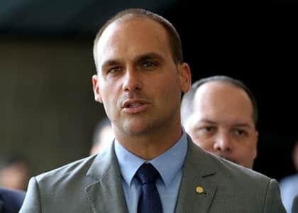 """Eduardo Bolsonaro sugere """"novo AI-5"""" para conter esquerda; juristas reagem"""