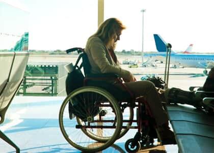 Companhia aérea deve indenizar cadeirante impedida de embarcar em voo