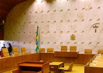 Grupo de mais de 100 advogados se manifesta contra plenário virtual do STF