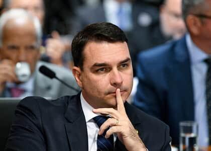 MP/RJ conclui inquérito e denunciará Flávio Bolsonaro e Queiroz por rachadinha na Alerj
