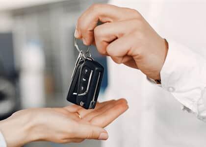 Vendedor de carro deve indenizar e desfazer negócio após não cumprir acordo com cliente