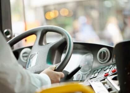 Fachin mantém atividades da Buser, que permite fretamento colaborativo de ônibus por aplicativo