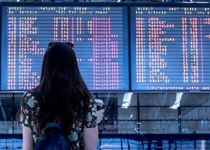 Companhia aérea não deve restituir de imediato passagem cancelada durante pandemia