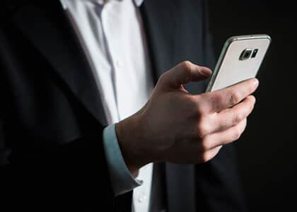 Advogados podem utilizar celular durante audiência de custódia em presídio de Benfica no RJ
