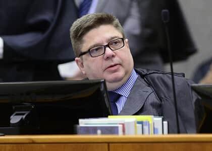 STJ afasta penhora de 30% de aposentadoria para pagamento de honorários advocatícios