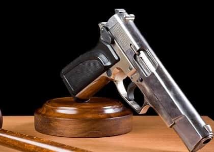 Fachin mantém exigência de capacidade técnica e aptidão psicológica para porte de armas por juízes