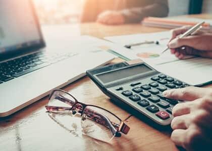 Varejista poderá suspender exigibilidade de contribuições de terceiros sobre o que exceder a base de cálculo de 20 salários-mínimos