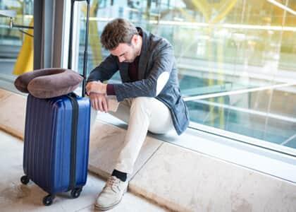 Cia aérea indenizará por falta de assistência a passageiro