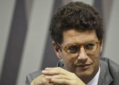 """Salles fala em aproveitar pandemia para """"mudar todo o regramento"""" do Meio Ambiente"""