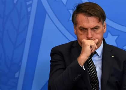 Juíza não aceita relatório médico e dá 48 horas para Bolsonaro entregar exames
