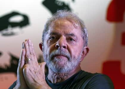 Defesa de Lula reitera pedido de entrevista