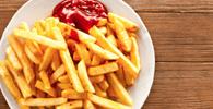 Atendente do McDonald´s que emprestou batatas fritas para Burguer King tem justa causa revertida