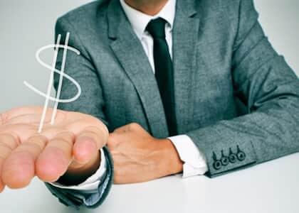 Consumidor induzido a erro por banco em contrato de cartão consignado será indenizado