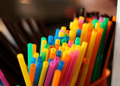 Prefeitura de SP proíbe estabelecimentos de fornecerem descartáveis plásticos