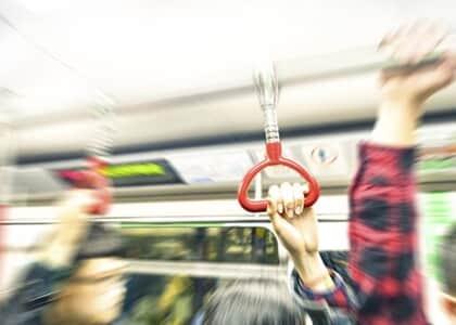 Homem que ejaculou em passageira no metrô de SP é condenado a três anos de prisão
