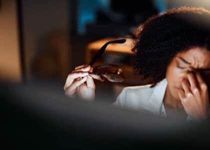 """Trabalhadora que sofreu injúrias raciais sendo chamada de """"Exu"""" será indenizada"""