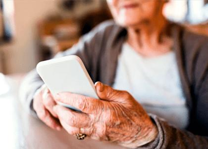 Operadora de celular indenizará idosa de 91 anos por excesso de ligações de cobrança