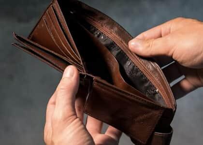 Trabalhador que recebe R$ 32 mil atesta pobreza e consegue justiça gratuita