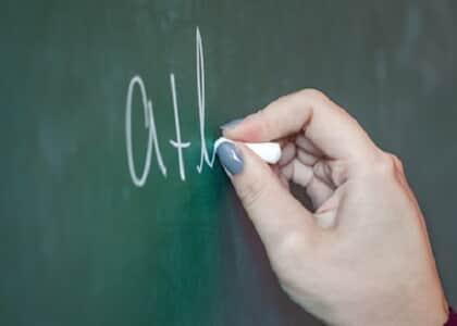 Professora agredida por aluno em sala de aula será indenizada