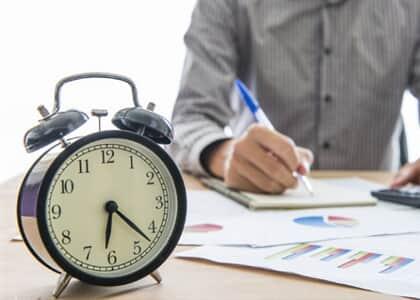 Advogada sem exclusividade consegue hora extra