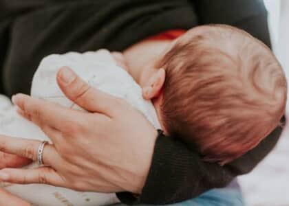 Escritório incentiva mães advogadas com espaço para amamentação