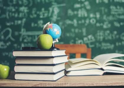 Instituição consegue suspender desconto em mensalidade concedido a aluna
