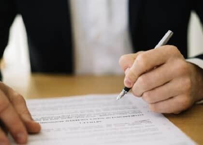 Consumidor é condenado por má-fé após mentir sobre contrato de telefonia