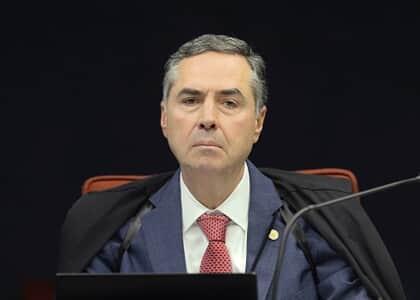 """Barroso vê """"impressionante quantidade de indícios"""" de crimes de líder do governo no Senado"""