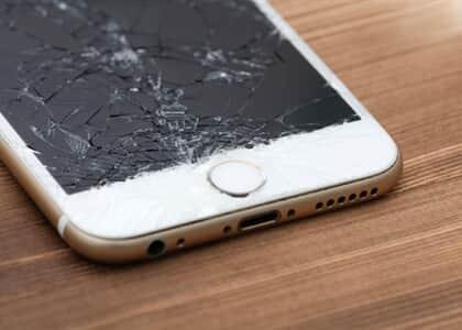 """Juíza de SC condena casal que quebrou celular por ter """"nudes"""" da mãe da ré"""