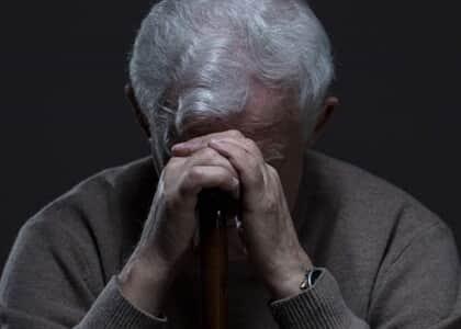 Ex-namorada é condenada por negligenciar saúde de idoso