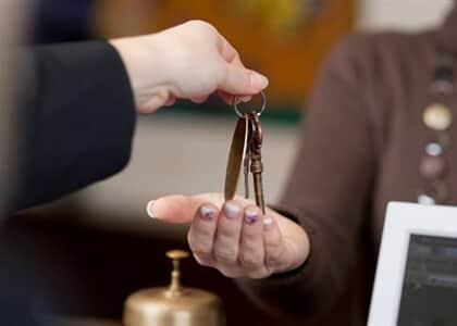 Site de reserva de hotéis indenizará cliente por hostel em condições diversas das contratadas