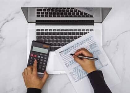 Empresa consegue limitação de 20 salários-mínimos para base de cálculo de contribuições parafiscais