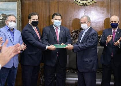 Paulo Guedes entrega primeira parte de reforma tributária ao Congresso