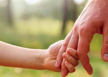 Criança poderá ter duas mães e dois pais no registro civil