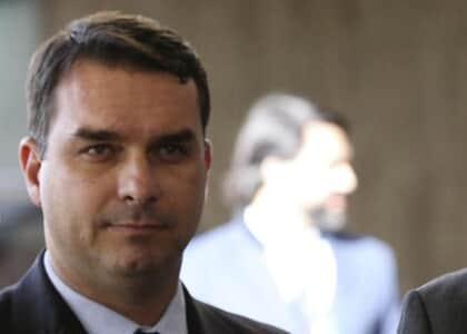 Flávio Bolsonaro não consegue indenização por cancelamento de inscrição na OAB