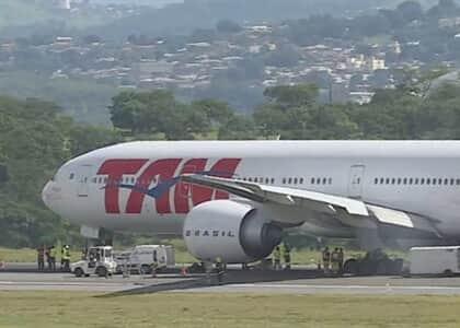 Latam indenizará passageiros da Azul impedidos de decolar após pouso de emergência