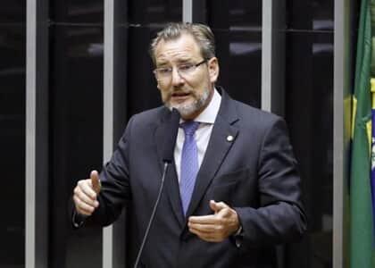 PL da Câmara autoriza reduzir salário em caso de calamidade pública