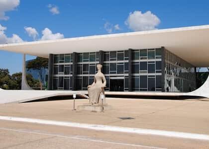 """É inconstitucional trecho de lei de Foz do Iguaçu proibindo ensino de """"ideologia de gênero"""""""