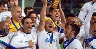 Por dívida milionária, taça do Mundial do Corinthians será penhorada