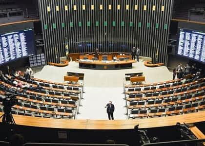 """Câmara aprova PEC do """"orçamento de guerra"""" para enfrentamento do coronavírus"""