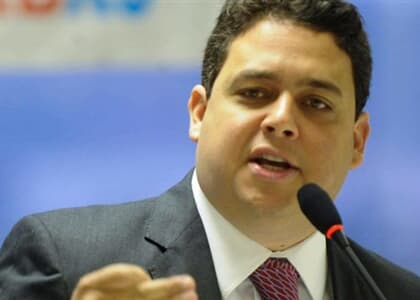 Felipe Santa Cruz é eleito novo presidente da OAB