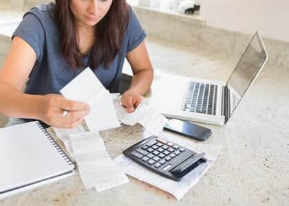 Consumidora será indenizada por falta de prova de dívida que originou negativação