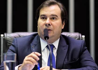 Rodrigo Maia pede no STF que dinheiro obtido na Lava Jato seja usado em prol da Amazônia