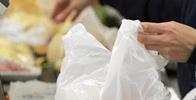 STF julga inconstitucional lei municipal que obriga supermercado a manter empacotador