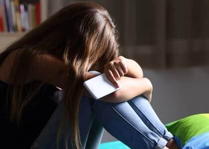 Pai é condenado a pagar danos morais à filha por abandono afetivo e material