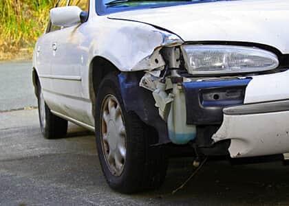 Seguradora e oficinas devem indenizar por atraso no reparo de veículo